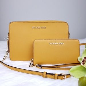 🌺Michael Kors crossbody and wallet set marigold